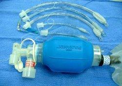 Набор интубационных трубок и дыхательный мешок Амбу